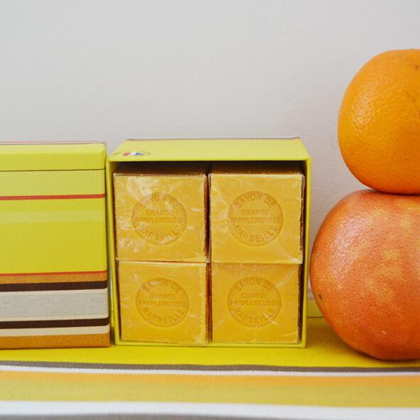 toile-du-soleil-bougie-4-savons-cubes-pamplemousse