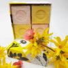 savons cubes rose et chèvrefeuille dans coffret Senteurs de France fleuri
