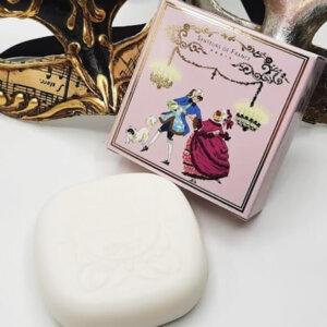 savonnette parfumée violette univers Versailles bal masqué parfum de Grasse
